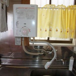 東京都小平市M様 YR545 ハーマン製元止式小型湯沸器の取替交換工事