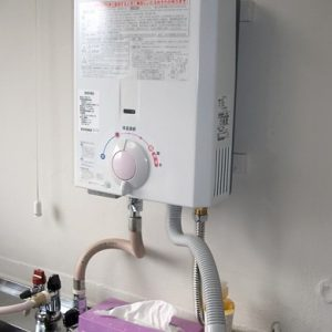 大阪府池田市M様 YR545 ハーマン製小型湯沸器の新規取付工事