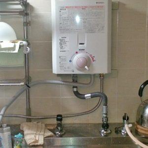 大阪府吹田市M様 YR545 ハーマン製元止式小型湯沸器の新規取付工事