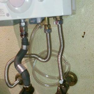 京都府京都市右京区M様 YR545 ハーマン製元止式小型湯沸器の新規取付工事