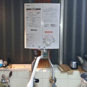 兵庫県尼崎市Y様 RUS-V51YT(WH) リンナイ製元止式小型湯沸器の新規取付工事